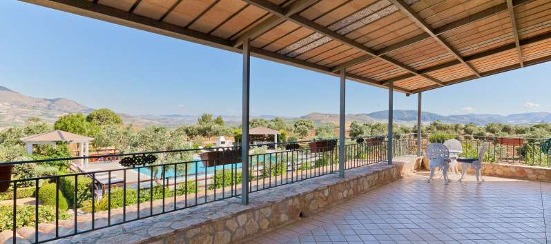 terrace of the villa with pool in Castellammare del Golfo