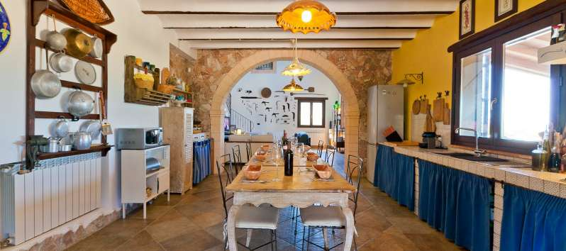 dining room in the villa with pool in Castellammare del Golfo