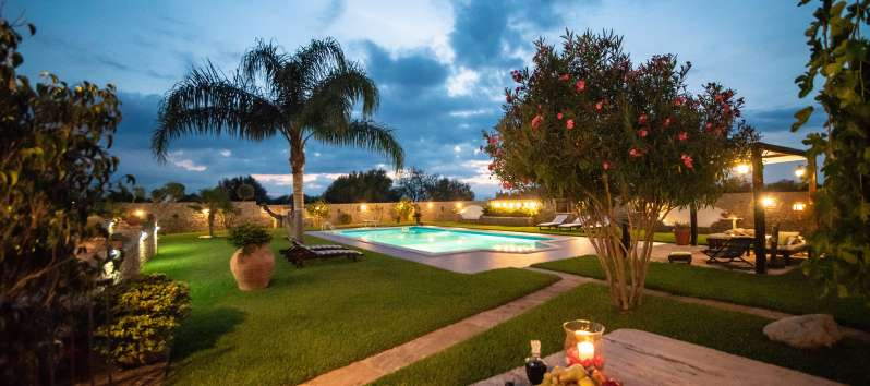 villa with pool and palm trees in Cinisi