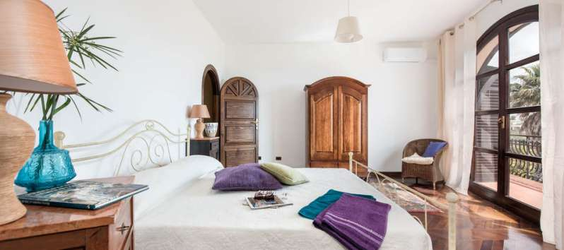 double bedroom in the villa with pool in Palermo