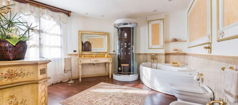 bathroom with shower and tub in the villa with pool in Palermo