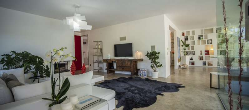 living room with sofa and TV in the villa with pool in Palermo