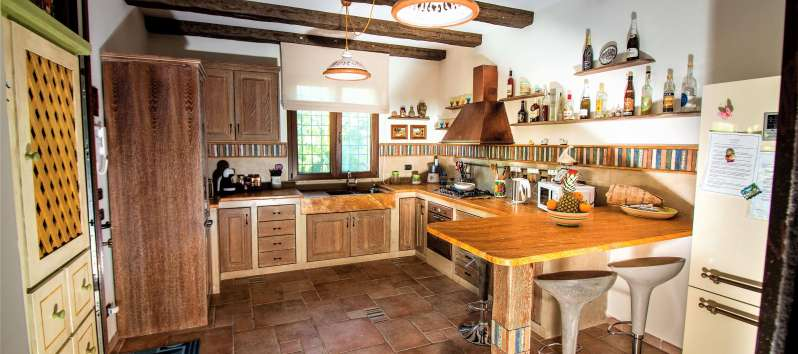 Luxurious villa with equipped kitchen
