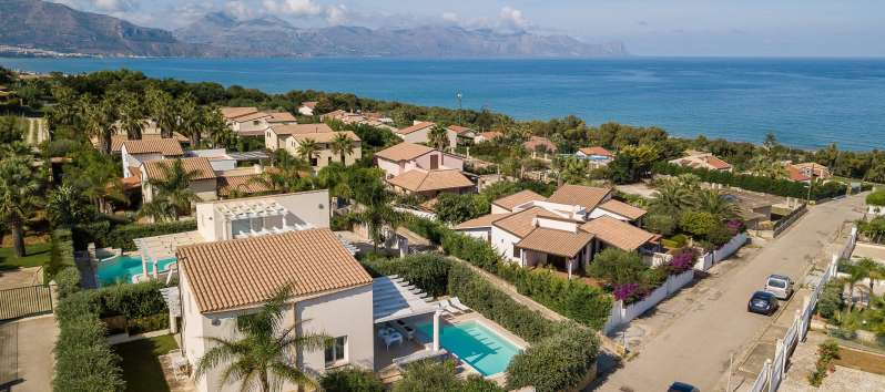 view from the villa with pool in Balestrate in Sicily