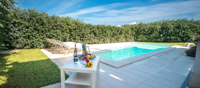 pool with table and deckchairs in the villa with pool in Balestrate