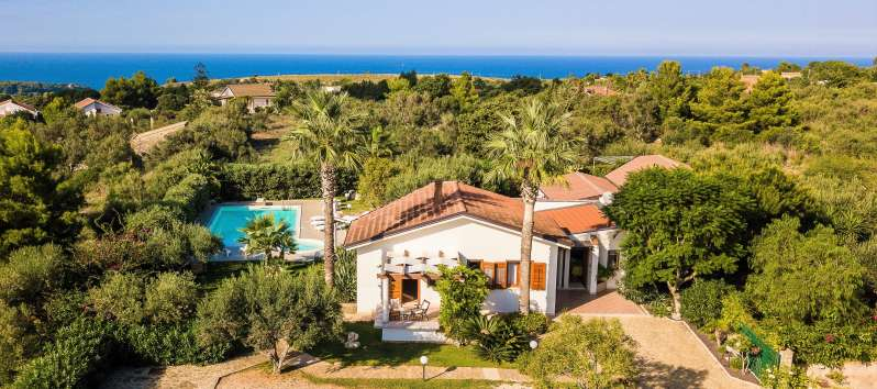 elegant villa in Sicily for rent