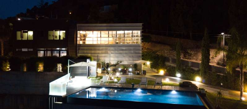 villa for rent at night