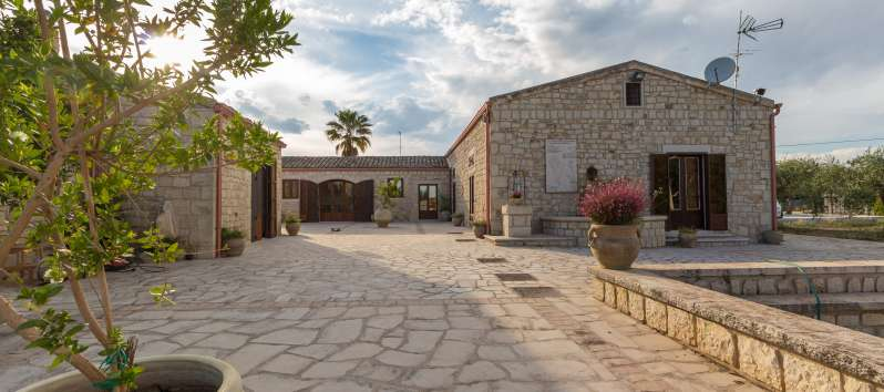 Luxury villa countryside in Sicily