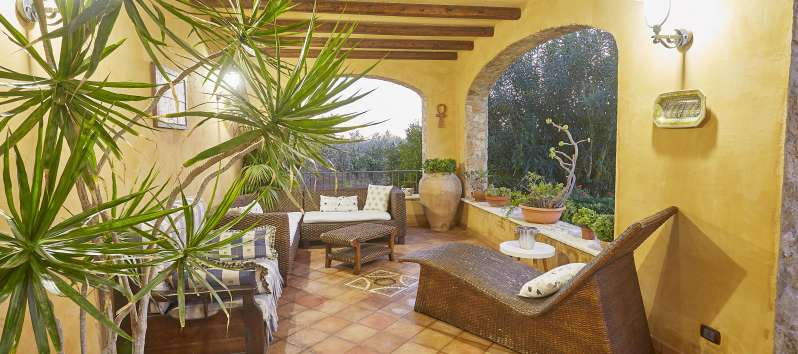 Resplendent villa in Sicily with garden