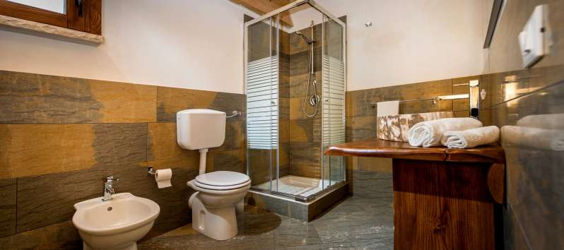 bathroom with shower in the villa with pool in Scopello