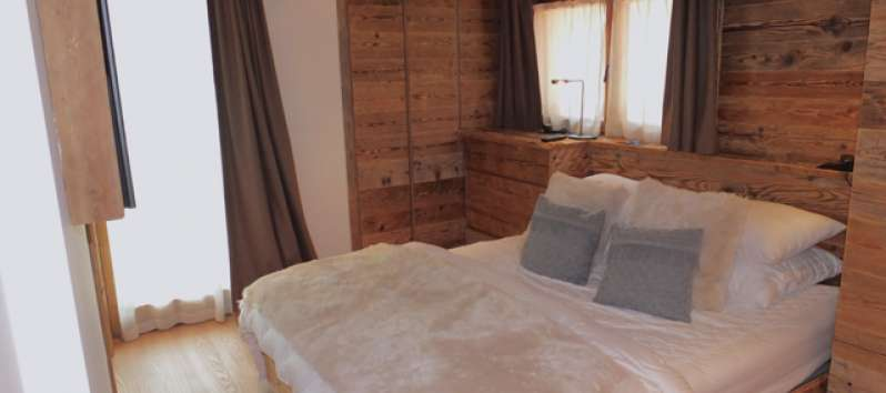 Wooden double room in the apartment in Canton Graubünden
