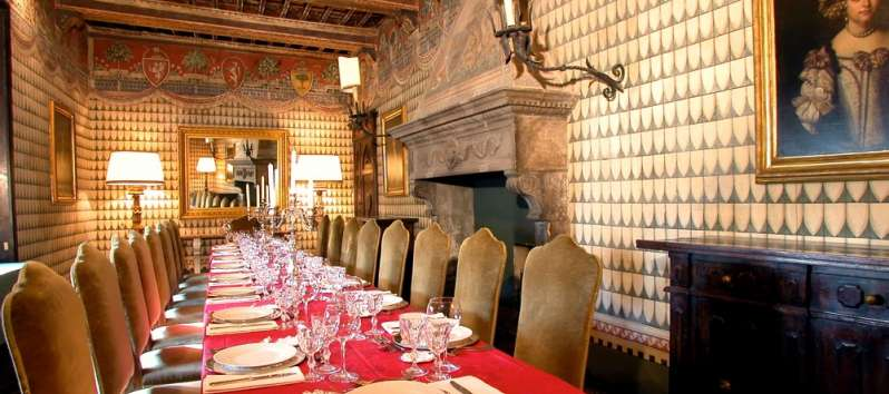 Castello Hedera dining room with hand frescoed walls