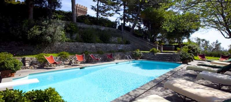 Castello Hedera large swimming pool with a diving board