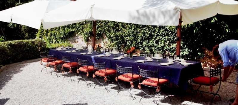 Castello Hedera courtyard  and  lunch setting  under the  large umbrellas