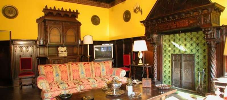 Castello Hedera reading room with fireplace