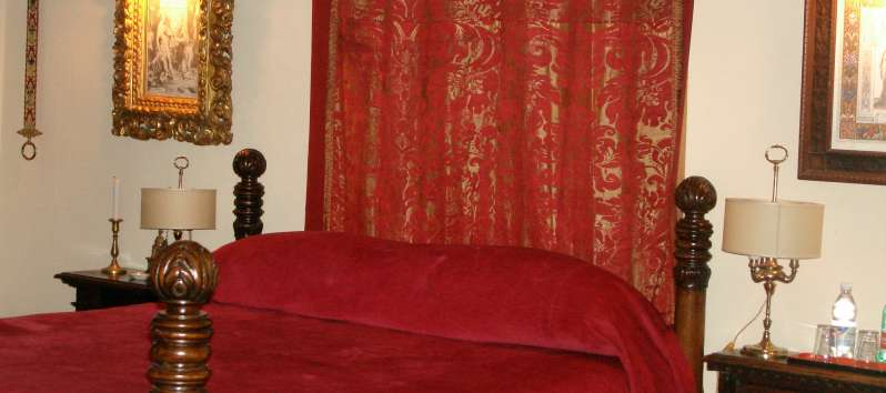 The Castle red double room with antiques