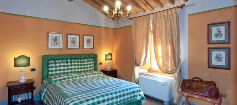 Villa Carlotta green double bedroom