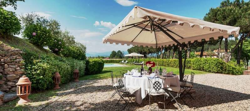 Villa Carlotta relaxing area with aperitif table
