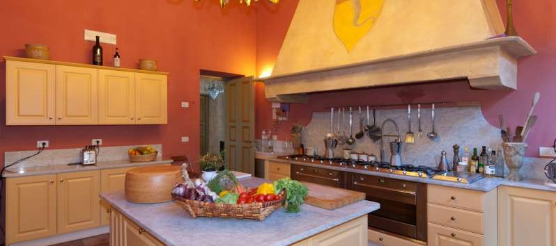 Villa Chiara Tuscan full equipped kitchen with island
