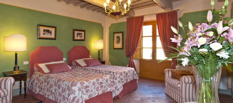 Villa Eracle double room with terracotta tiled floor