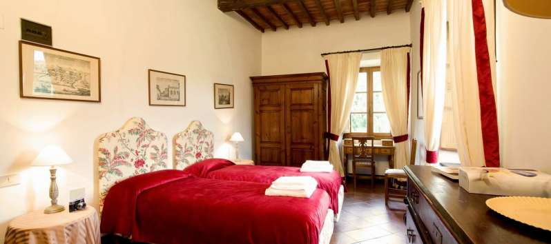 Villa Evan double room with antique furniture