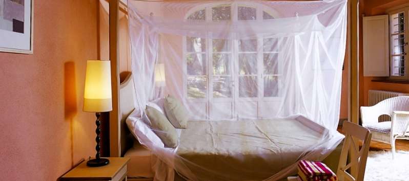 Villa Gelsomino canopy bed in the double room