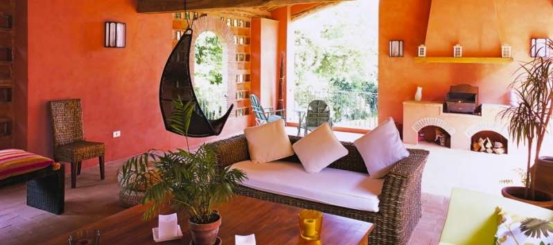 Villa Gelsomino sitting room in the covered terrace with a  hanging chair