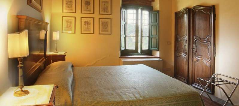 Villa Luna double room with antique doors
