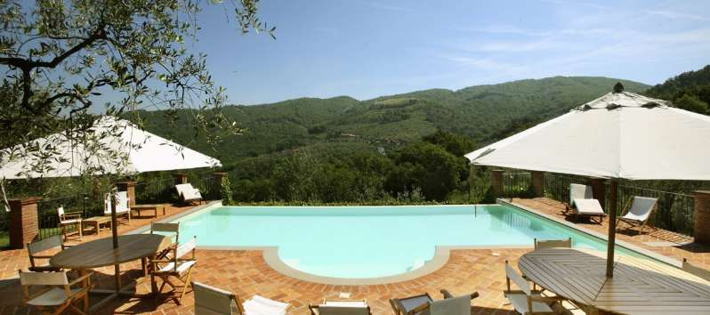 Villa Luna view the hills from the hydromassage equipped swimming pool