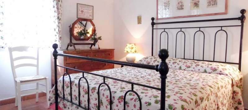 Villa Rustica wrought-iron bed