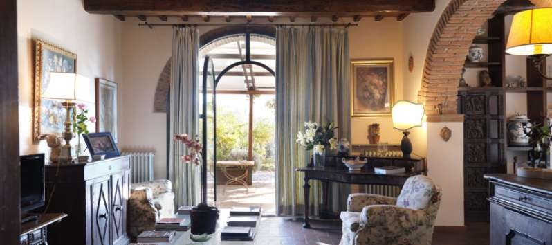 Villa Rustica living room with arches