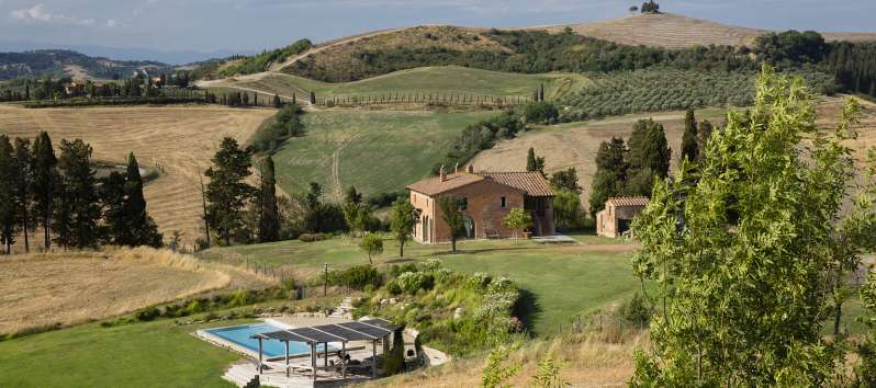 pool-valley-Tuscan-villa