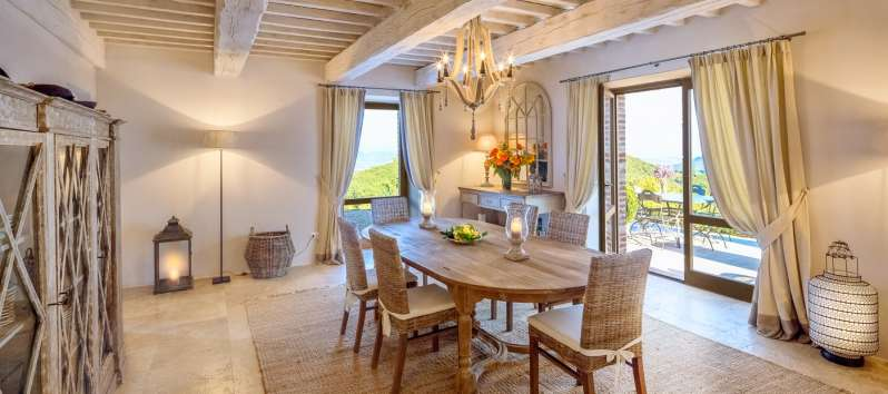 dining room with a panoramic view in Perugia