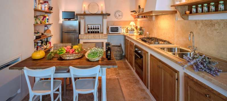 kitchen with table and television in the villa of Perugia