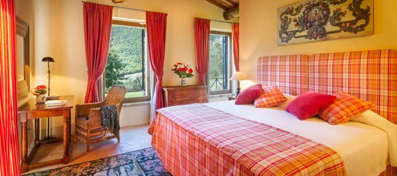 double room with a view of the villa in Perugia