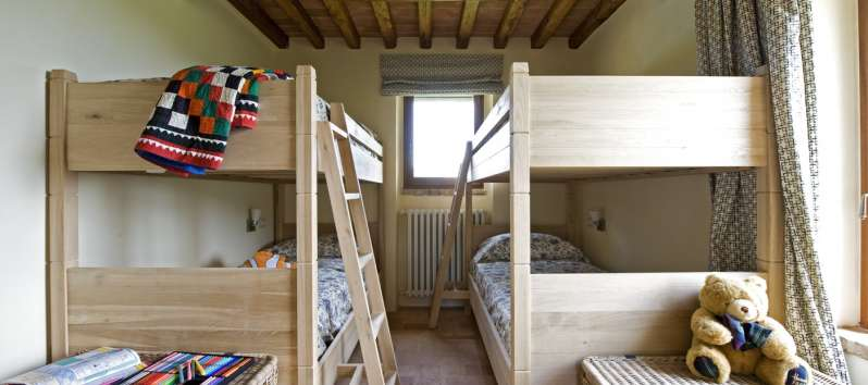 bedroom with two bunk beds in the villa in Perugia