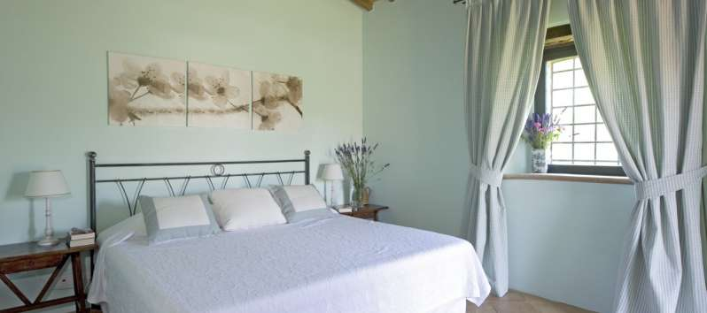 double bedroom in the villa with pool in Perugia