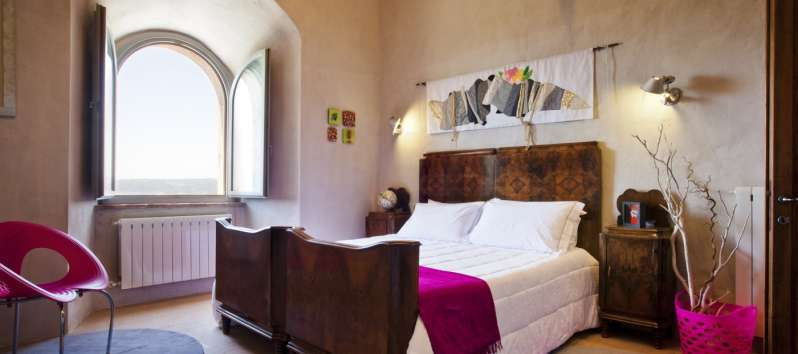 double bedroom with window in the villa of Perugia