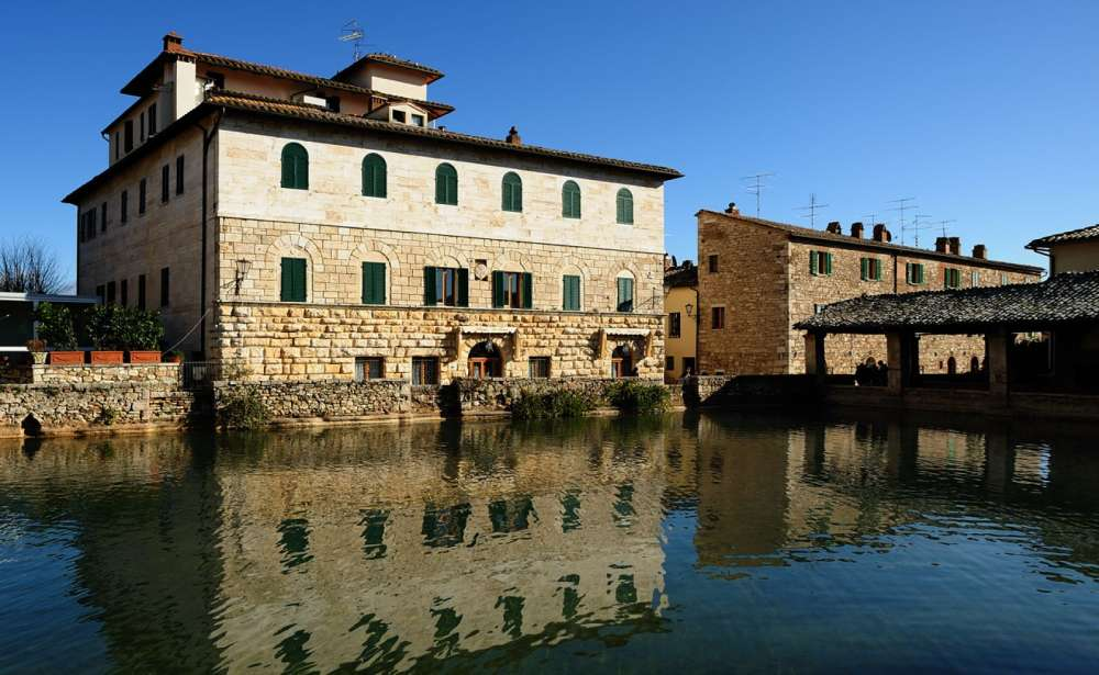 Vignoni: spa and tourism in the heart of Val d\'Orcia