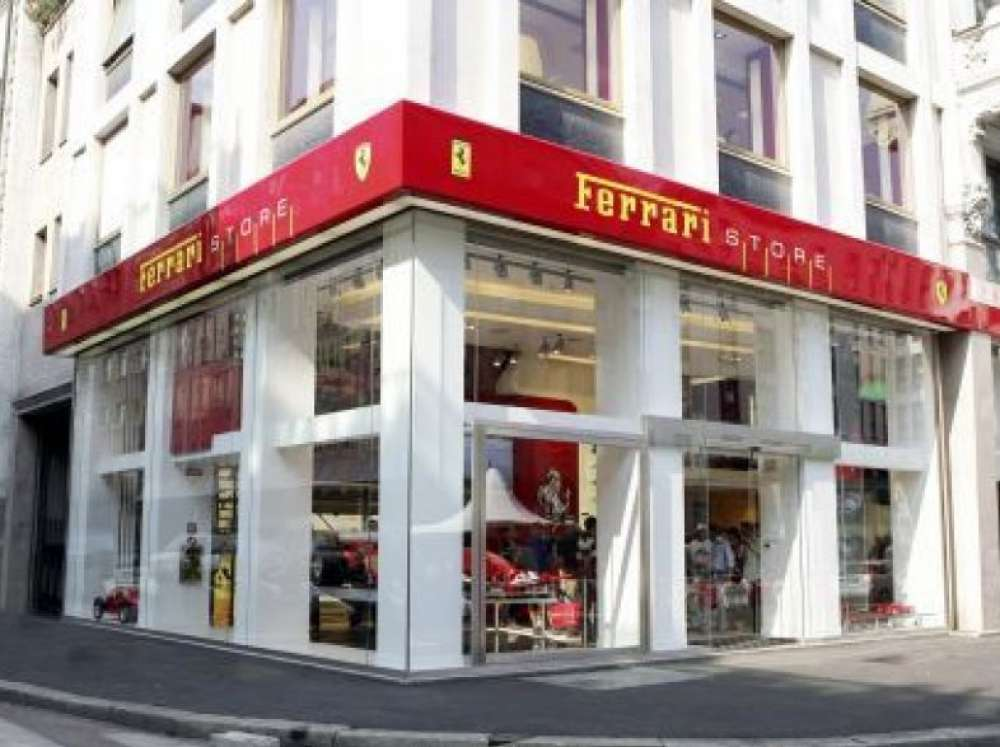 Ferrari store in milan the boutique dedicated to the red for Milano shop