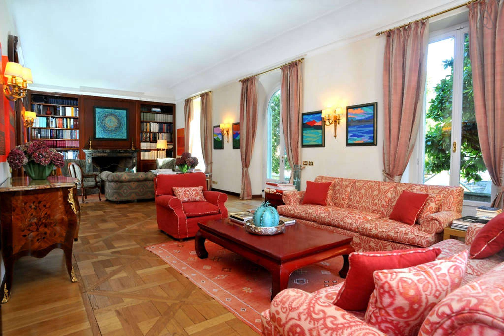 Villa ilia luxury property for rent in the heart of for Interno 7 luxury rooms